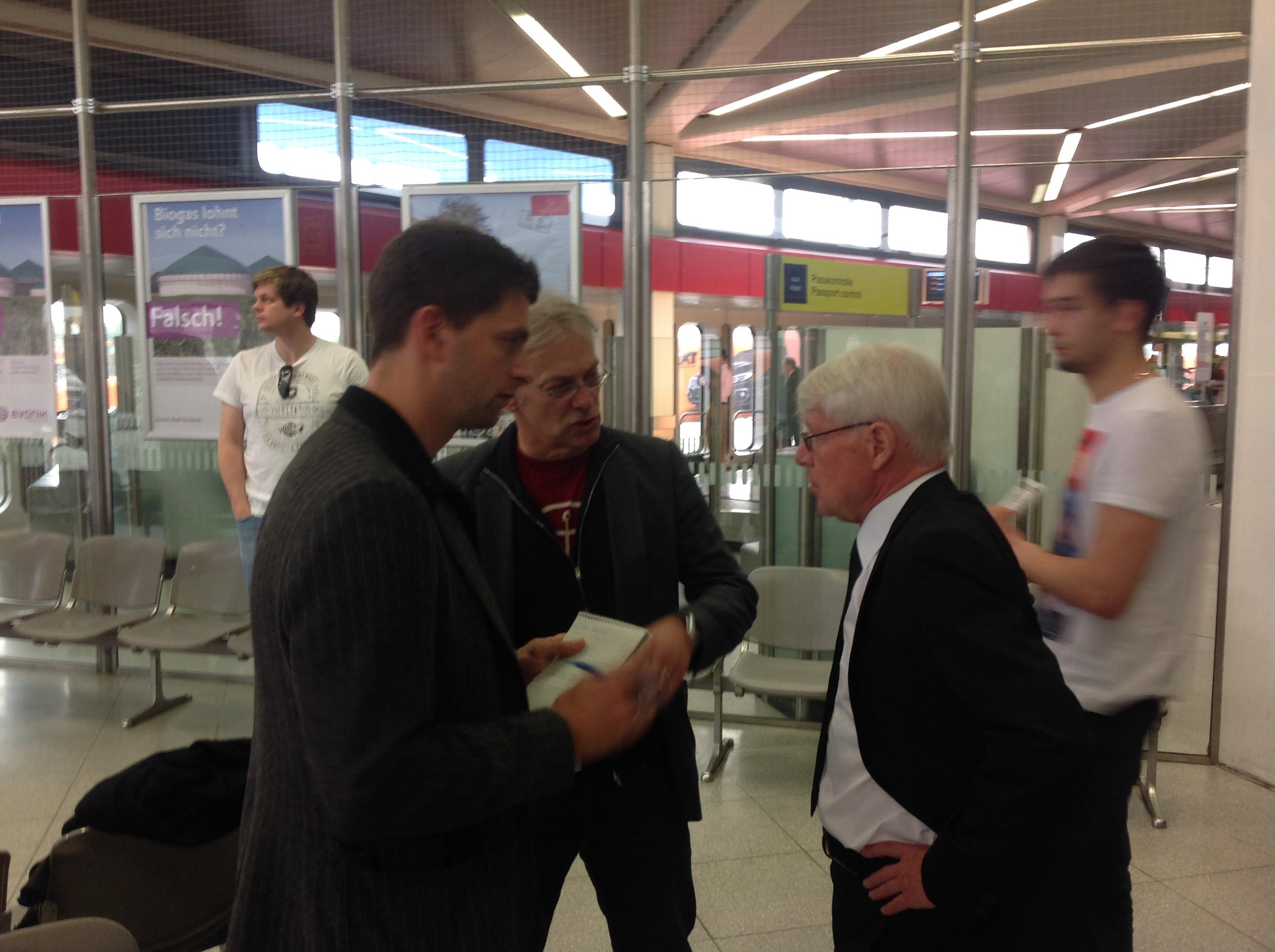 BVB-Präsident Reinhard Rauball mit Journalisten