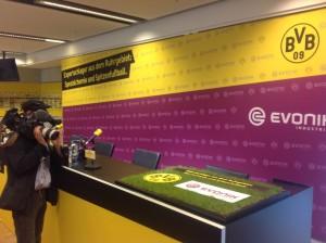 Schwarz-gelb-pinke Partnerschaft - Evonik steigt beim BVB ein.